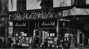 Norsk Musikforlags notebutikk på Karl Johan i 1909